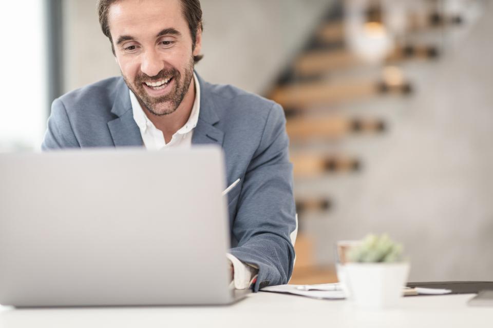 video meeting - Como escolher plano de fundo para chamadas de vídeo